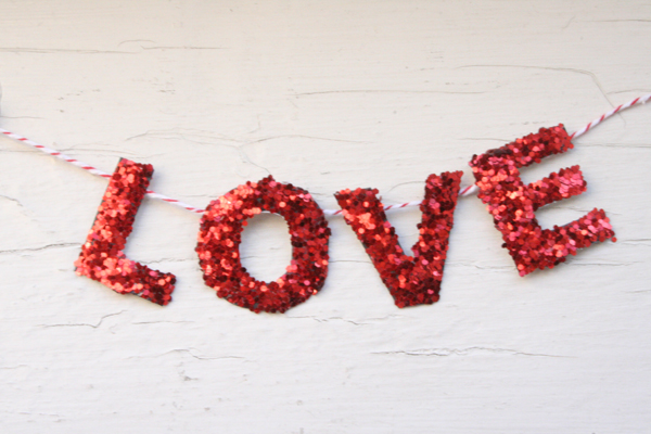 http://lovelyindeed.com/diy-valentine-i-love-you-garland/